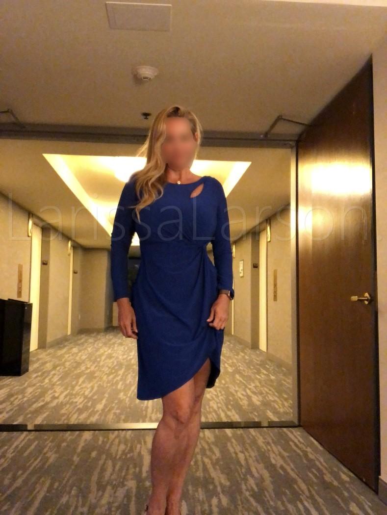 candid photos of beverly hills courtesan dinner date escort